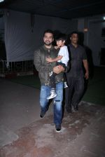 Raj Kundra snapped with son on the sets of Super Dancer on 7th Nov 2016 (4)_58219b7381ad6.JPG