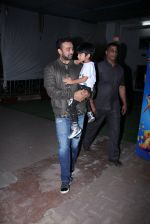 Raj Kundra snapped with son on the sets of Super Dancer on 7th Nov 2016 (5)_58219b74ad188.JPG