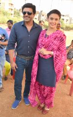 Samir Soni with Hrishitaa Bhatt on location of film Tez Raftaar on 7th Nov 2016_582194b0f18b4.JPG