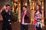 Sonakshi Sinha, John Abraham, Tahir Bhasin promotes Force 2 on the sets of Comedy Nights Bachao in Mumbai on 7th Nov 2016 (27)_5821918f2266c.JPG