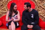 Sonakshi Sinha, John Abraham promotes Force 2 on the sets of Comedy Nights Bachao in Mumbai on 7th Nov 2016 (27)_582191be5e012.JPG