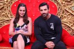 Sonakshi Sinha, John Abraham promotes Force 2 on the sets of Comedy Nights Bachao in Mumbai on 7th Nov 2016 (28)_582191d010ecd.JPG