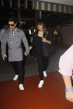 Bipasha Basu, Kara Singh Grover snapped at airport on 8th Nov 2016 (71)_5822c6b0659ea.JPG