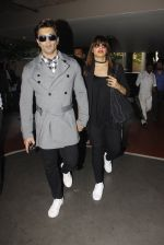 Bipasha Basu, Kara Singh Grover snapped at airport on 8th Nov 2016 (73)_5822c76e9478d.JPG