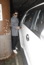Bipasha Basu, Kara Singh Grover snapped at airport on 8th Nov 2016 (77)_5822c6b3c3bce.JPG