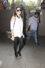 Kanika Kapoor snapped at airport on 8th Nov 2016 (91)_5822c6f64d0cd.JPG