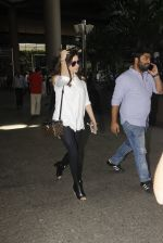 Kanika Kapoor snapped at airport on 8th Nov 2016 (93)_5822c6fb7df96.JPG