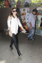Kanika Kapoor snapped at airport on 8th Nov 2016 (96)_5822c6ff9d4d8.JPG