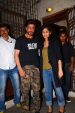 Shahrukh Khan and Gauri Shinde snapped on 8th Nov 2016 (4)_5822c9645f875.JPG
