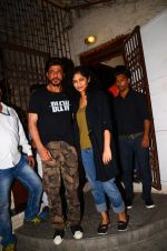 Shahrukh Khan and Gauri Shinde snapped on 8th Nov 2016 (5)_5822c9650838d.JPG
