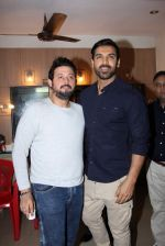 John Abraham, Swapnil Joshi grace the music launch of Marathi film Fugay on 9th Nov 2016 (26)_58247d82c8a44.JPG
