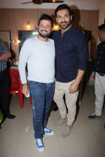 John Abraham, Swapnil Joshi grace the music launch of Marathi film Fugay on 9th Nov 2016 (29)_58247d85409fd.JPG