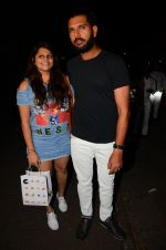 Yuvraj Singh snapped at pre wedding dinner on 9th Nov 2016 (10)_58247e0e9590c.JPG