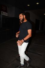 Yuvraj Singh snapped at pre wedding dinner on 9th Nov 2016 (7)_58247e0cc9b82.JPG