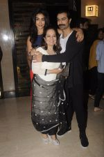 Ashmit Patel snapped with gf and mom at Dongri Ka Raja premiere on 10th Nov 2016 (15)_582576d0e2d46.JPG