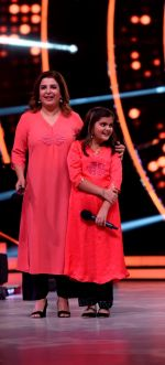 Farah Khan graces the stage of Jhalak Dikhhla Jaa on Childrens day special episode (9)_582567df6a2b6.JPG
