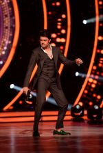 Manish Paul in the stage of Jhalak Dikhhla Jaa on Childrens day special episode (2)_58256787780c8.JPG