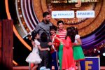 Yuvraj Singh graces the stage of Jhalak Dikhhla Jaa on Childrens day special episode (20)_582567ad81559.JPG