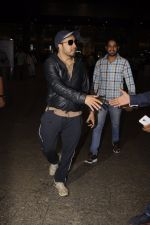 Mika Singh snapped at airport on 11th Nov 2016 (35)_5826c25499db3.JPG