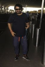 Pritam Chakraborty snapped at airport on 11th Nov 2016 (6)_5826c1915f729.JPG