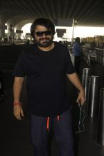Pritam Chakraborty snapped at airport on 11th Nov 2016 (8)_5826c19327c00.JPG