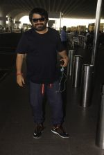 Pritam Chakraborty snapped at airport on 11th Nov 2016 (7)_5826c1925d038.JPG