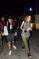Suzanne Khan snapped at Juhu, PVR on 11th Nov 2016 (12)_5826c3526ad9e.JPG