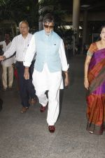 Amitabh Bachchan snapped at airport on 12th Nov 2016 (11)_58280d82ed4a0.JPG