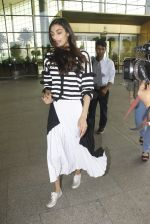 Athiya Shetty snapped at airport on 12th Nov 2016 (54)_58280da11fb79.JPG