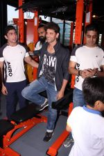 Hrithik Roshan at Akro gym launch in Mumbai on 12th Nov 2016 (47)_58281403e9884.JPG