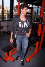 Hrithik Roshan at Akro gym launch in Mumbai on 12th Nov 2016 (55)_58281409c2352.JPG