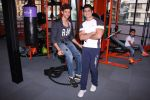 Hrithik Roshan at Akro gym launch in Mumbai on 12th Nov 2016 (65)_58281412345b2.JPG