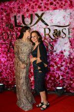 Jacqueline Fernandez at Lux golden rose awards 2016 on 12th Nov 2016 (23)_5827f417a6d05.jpg