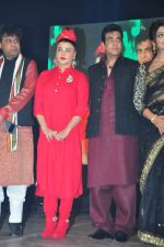 Jeetendra and Rakhi Sawant at global achiever awards on 12th Nov 2016 (35)_5828143ca00ae.JPG
