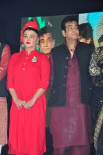 Jeetendra and Rakhi Sawant at global achiever awards on 12th Nov 2016 (36)_582814743bf3b.JPG