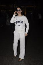 Kainaat Arora snapped at airport on 12th Nov 2016 (10)_582814b685f9d.JPG