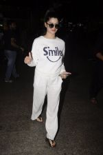 Kainaat Arora snapped at airport on 12th Nov 2016 (9)_582814b5e660c.JPG