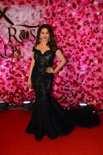 Madhuri Dixit at Lux Golden Rose Awards 2016 on 12th Nov 2016 (30)_5828567479ea3.JPG