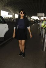 Shruti Haasan snapped at airport on 12th Nov 2016 (46)_58280dae3692f.JPG