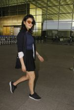 Shruti Haasan snapped at airport on 12th Nov 2016 (48)_58280db001e20.JPG