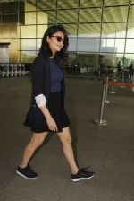Shruti Haasan snapped at airport on 12th Nov 2016 (49)_58280db0c7248.JPG