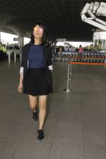 Shruti Haasan snapped at airport on 12th Nov 2016 (51)_58280db2a2597.JPG