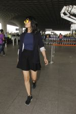 Shruti Haasan snapped at airport on 12th Nov 2016 (52)_58280db37727b.JPG