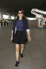Shruti Haasan snapped at airport on 12th Nov 2016 (53)_58280db4590b2.JPG