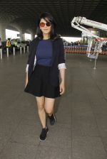 Shruti Haasan snapped at airport on 12th Nov 2016 (54)_58280db5190d5.JPG