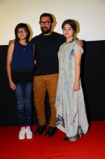 Suhani Bhatnagar, Aamir Khan and Zaira Wasim at Dangal press meet in Mumbai on 12th Nov 2016 (23)_5828131fa7c15.JPG