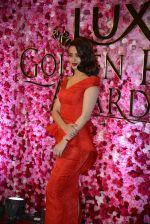 Surveen Chawla at Lux Golden Rose Awards 2016 on 12th Nov 2016 (1122)_582854d49f7e7.JPG