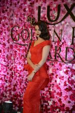 Surveen Chawla at Lux Golden Rose Awards 2016 on 12th Nov 2016 (1121)_582854d37f61b.JPG
