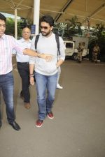 Abhishek Bachchan snpped at airport on 13th Nov 2016 (13)_582aacd2a7f10.JPG
