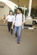 Abhishek Bachchan snpped at airport on 13th Nov 2016 (5)_582aaccdcc647.JPG